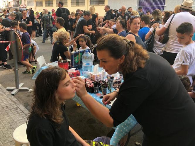 Auch Make- up steht auf dem Programm